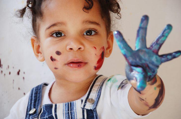 Petite fille illustrant le programme Santé enfance-jeunesse