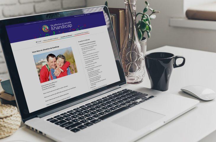 Vue d'un ordinateur, présentant le site Vie affective et sexuelle et handicap. Photo : MFBFC